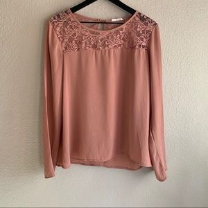 🍍 Off Pink Lace Top